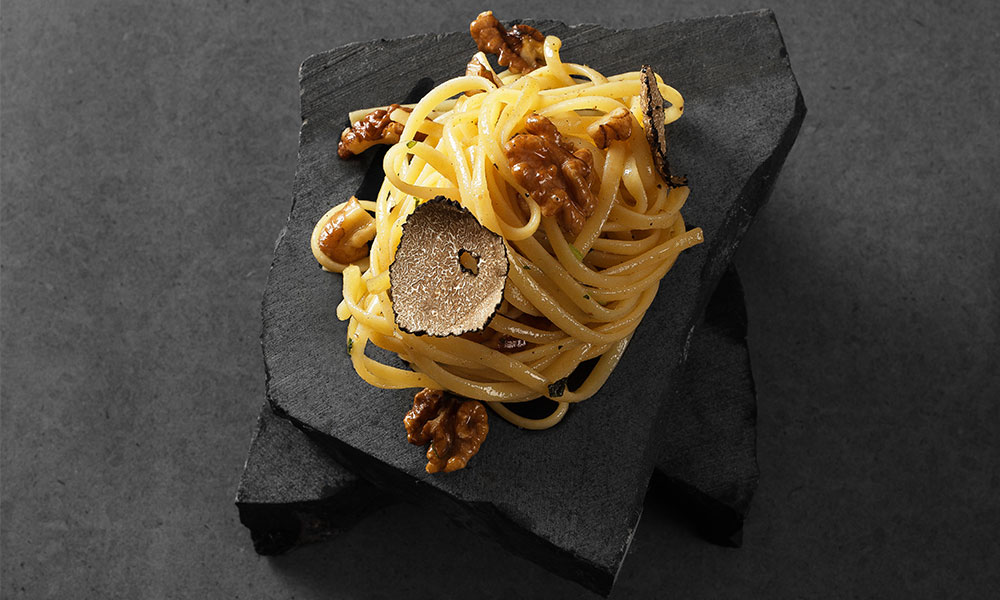 recept valnötspasta med tryffel och vitlöksolja